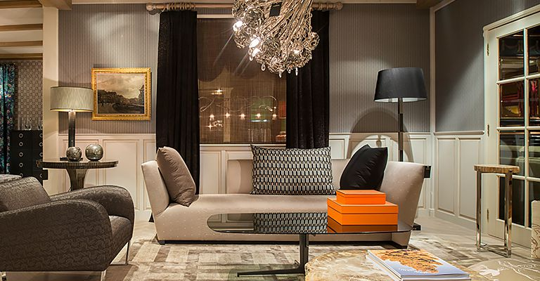 Showroom, Donghia Island sofa, stoffering Hermès - Doornebal Interiors